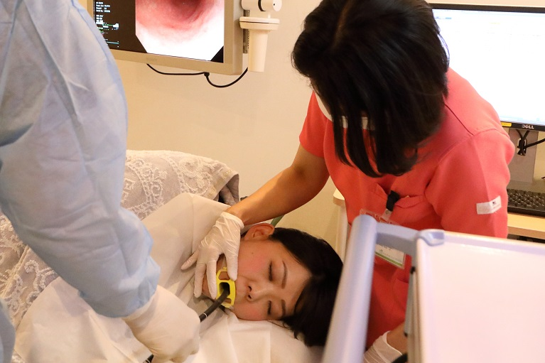 口から挿入する胃カメラ検査で精度の高い診断を